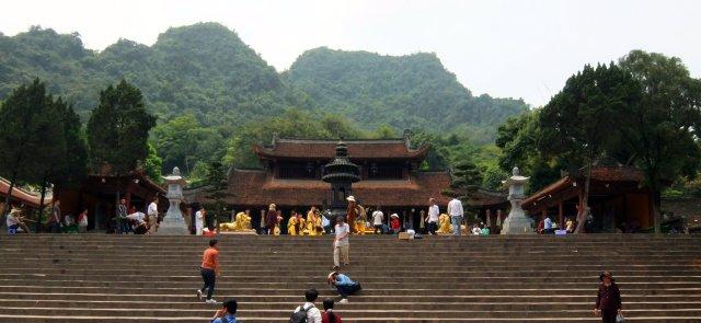 la pagode de Thien Tru et ses deux gardes